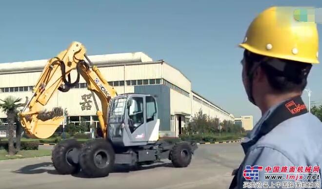 徐工步履式挖掘机在测试现场图片