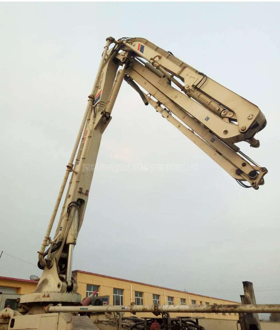 2011年中联重科6节臂48米泵车