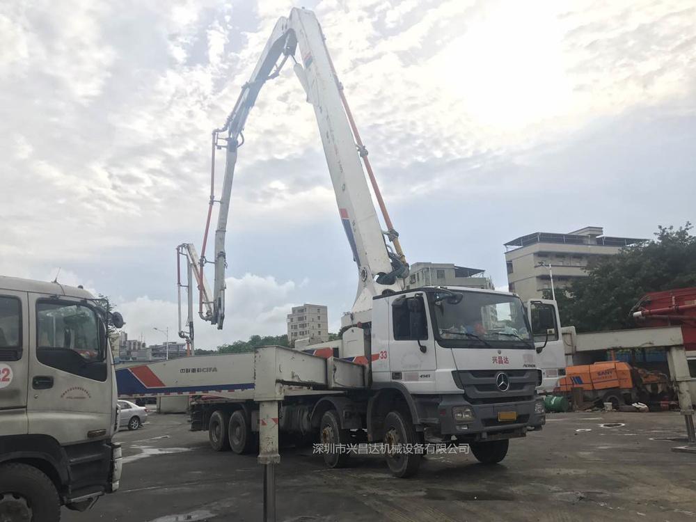 兴昌达2012年9月份中联重科52米奔驰底盘混凝土泵车