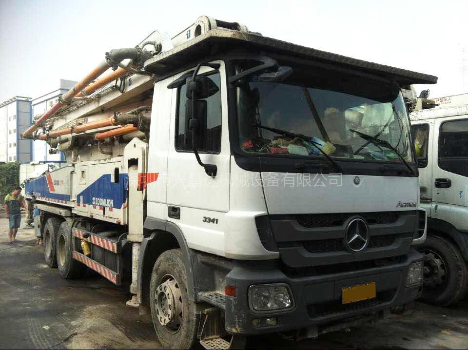 2012年中联重科3桥47米奔驰底盘泵车