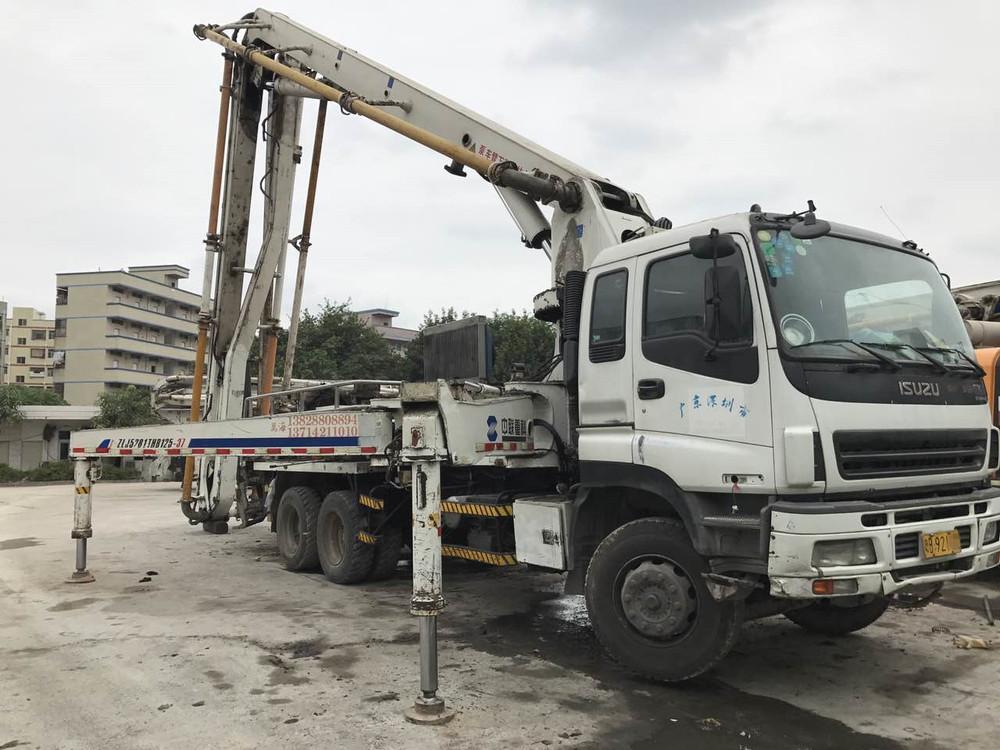 兴昌达2007年底国三绿标中联重科37米二手混凝土泵车