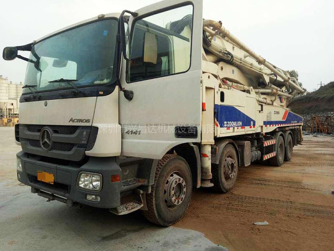 中联重科6节臂48米混凝土泵车